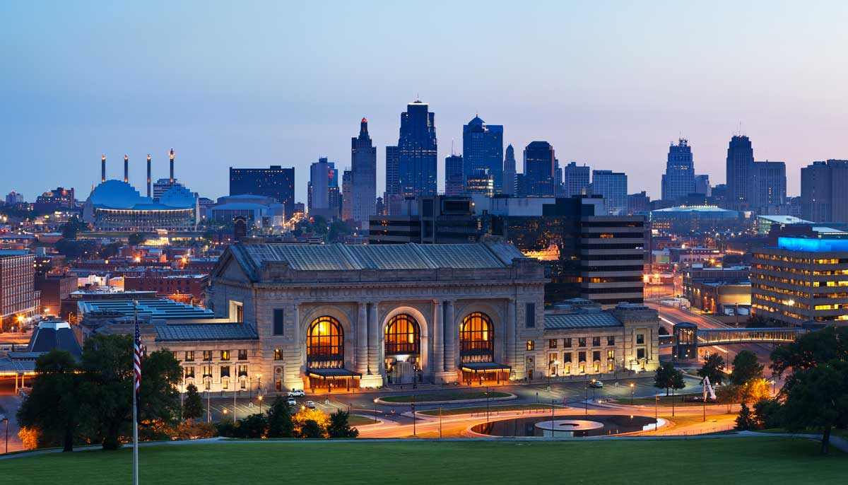 Union Station and the Kansas City Skyline at night
